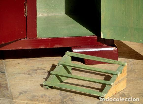 Casas de Muñecas: ANTIGUO Y PRECIOSO ARMARIO DE MUÑECAS - ESTILO ART DECÓ - 3 CUERPOS - ESPEJOS - CAJÓN - ZAPATERO - Foto 11 - 194355092