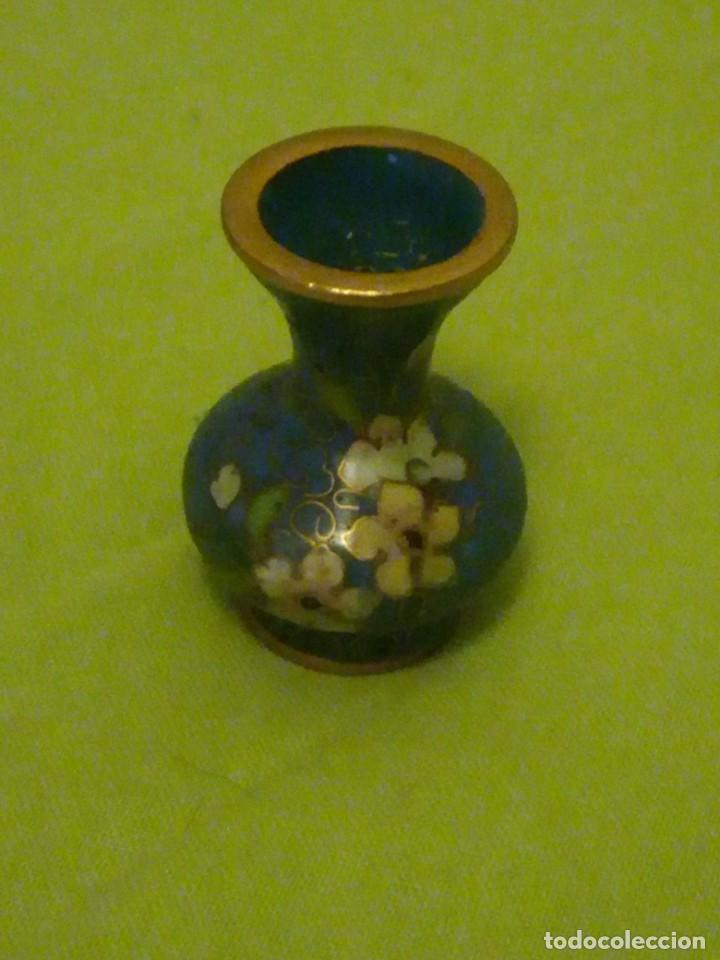 Casas de Muñecas: Pequeño jarron de bronce esmaltado y pintado a mano miniatura. - Foto 2 - 195672331