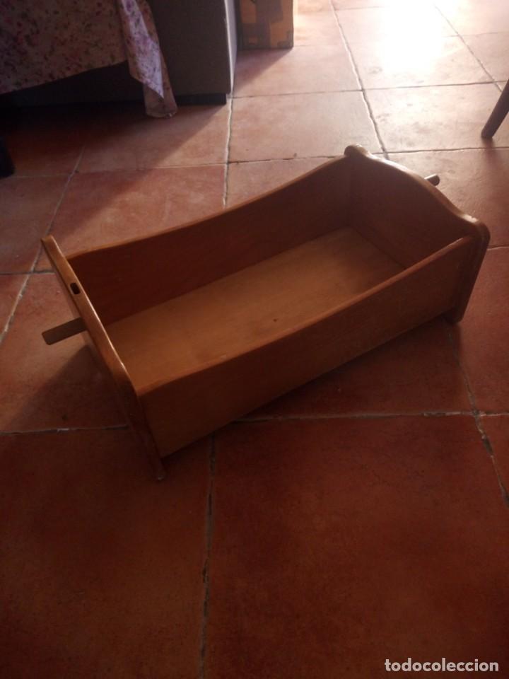 Casas de Muñecas: Antigua cuna balancín de madera maciza para casita de muñecas o para muñecas. - Foto 3 - 208094886