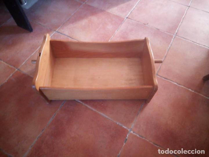 Casas de Muñecas: Antigua cuna balancín de madera maciza para casita de muñecas o para muñecas. - Foto 4 - 208094886
