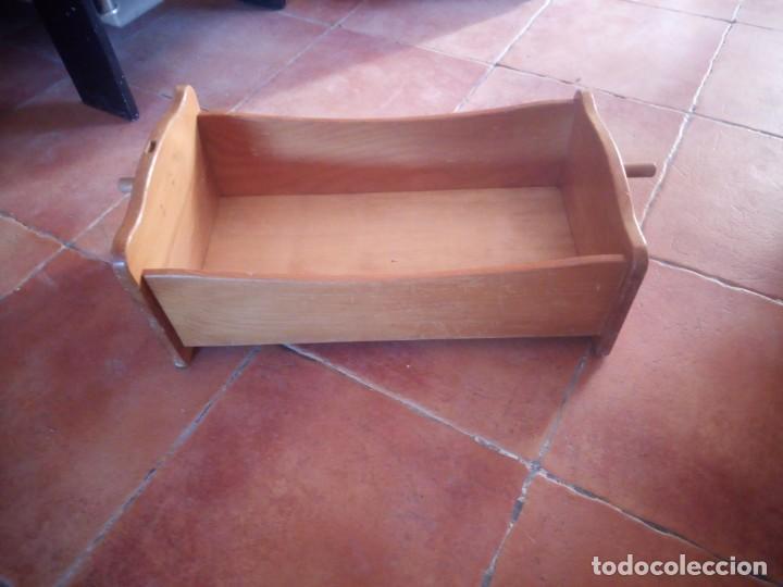 Casas de Muñecas: Antigua cuna balancín de madera maciza para casita de muñecas o para muñecas. - Foto 5 - 208094886