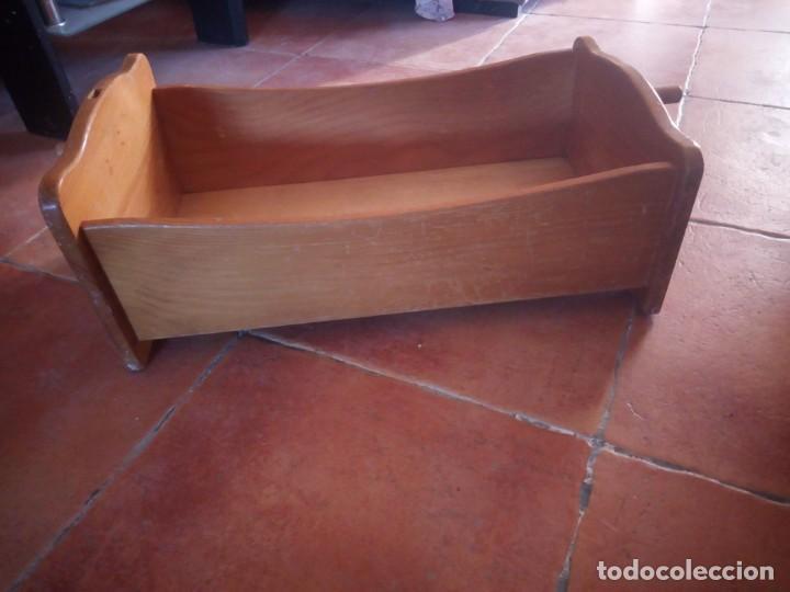 Casas de Muñecas: Antigua cuna balancín de madera maciza para casita de muñecas o para muñecas. - Foto 6 - 208094886