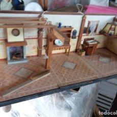 Casas de Muñecas: ANTIGUA CASA DE MUÑECAS INCREIBLE MOBILIARIO. Lote 213919320