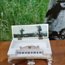 Casas de Muñecas: PIANO CAJA PARA CASA DE MUÑECA. Lote 222624671