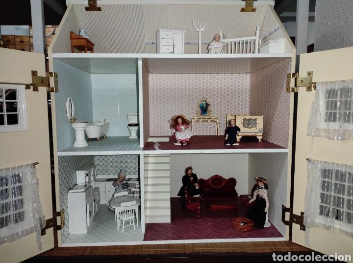 Casas de Muñecas: Casa de muñecas estilo victoriano con mobiliario y muñequitos - Foto 2 - 223619272
