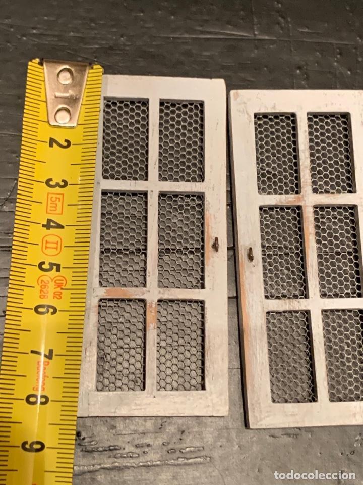 Casas de Muñecas: Pequeñas puertas con rejilla en miniatura en estilo shabby chic, para casa de muñecas. - Foto 3 - 232549205