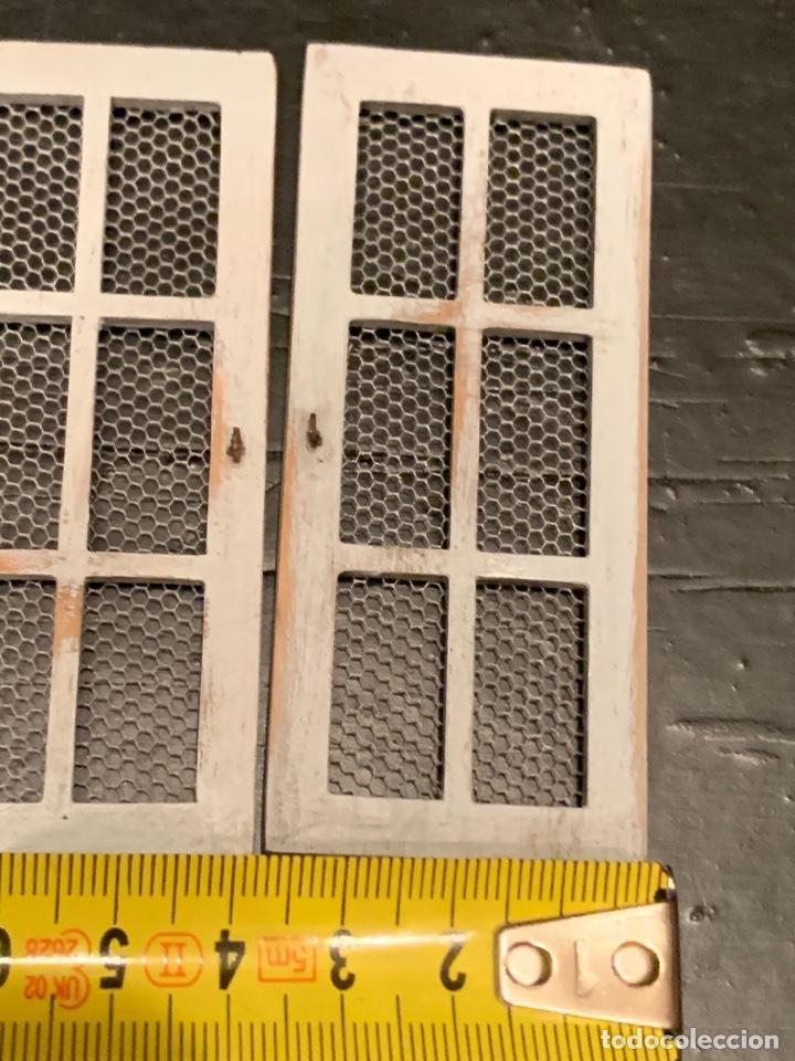 Casas de Muñecas: Pequeñas puertas con rejilla en miniatura en estilo shabby chic, para casa de muñecas. - Foto 4 - 232549205