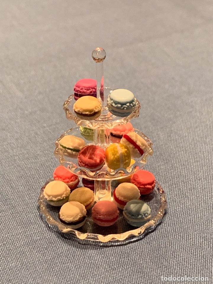 Casas de Muñecas: Soporte de cristal tres pisos, con pasteles macarons miniatura; casa de muñecas - Foto 3 - 233598270