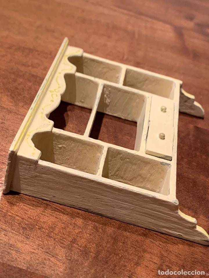 Casas de Muñecas: Estantería estilo shabby chic para casa de muñecas. Miniatura. - Foto 3 - 233743600