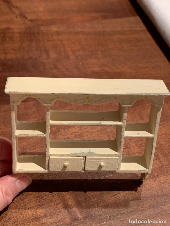 Casas de Muñecas: Estantería estilo shabby chic para casa de muñecas. Miniatura. - Foto 4 - 233743600