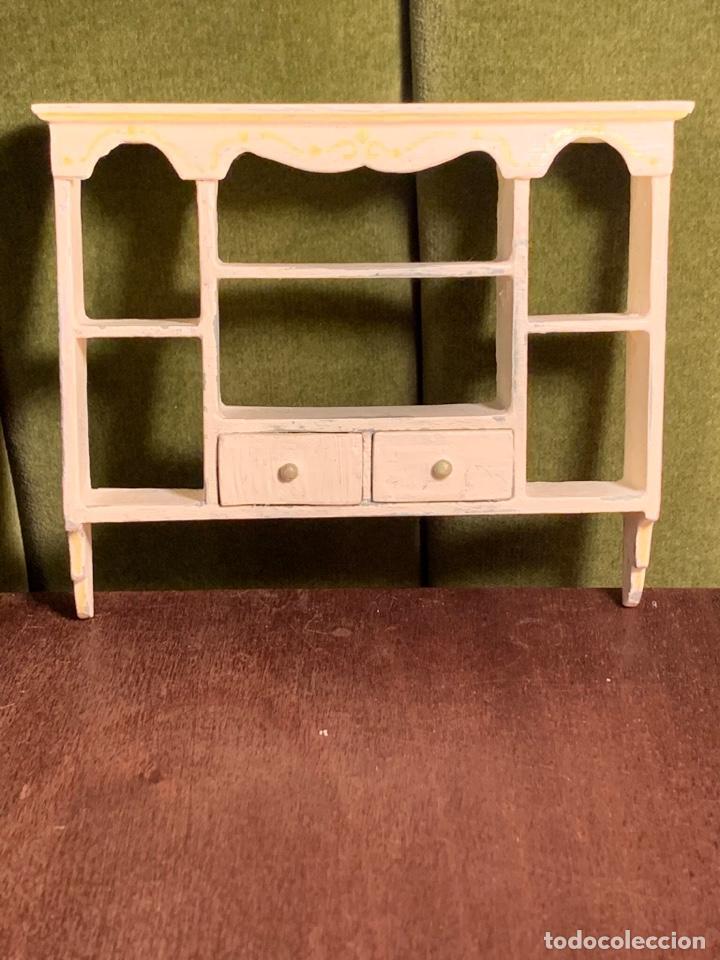 Casas de Muñecas: Estantería estilo shabby chic para casa de muñecas. Miniatura. - Foto 5 - 233743600