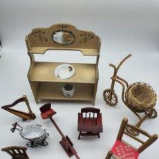 Case di Bambole: LOTE MUEBLES CASA DE MUÑECA, ANTIGUOS Y NUEVOS ( VER FOTOS ). Lote 243965215