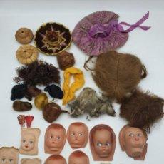 Case di Bambole: LOTE PELUCAS, PEINETAS, CARAS Y SOMBREROS MUÑECA ( VER FOTOS ). Lote 244495005