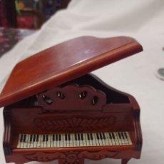 Casas de Muñecas: PIANO MINIATURA DE MADERA CASA MUÑECAS. Lote 245094015