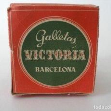 Case di Bambole: ANTIGUA CAJA DE GALLETAS VICTORIA BARCELONA JUEGO DE SUPERMERCADO COCINA. Lote 245426225