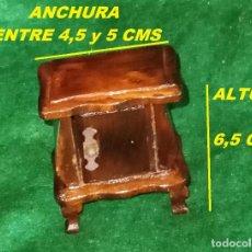 Casas de Muñecas: ANTIGUO MUEBLE DE MADERA HECHO A MANO ARTESANO - CASA DE MUÑECAS O JUGAR - MESILLA DE NOCHE. Lote 261941180