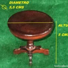 Casas de Muñecas: ANTIGUO MUEBLE DE MADERA HECHO A MANO ARTESANO - CASA DE MUÑECAS O JUGAR - MESITA REDONDA DE CAFE. Lote 261941510