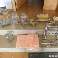 Casas de Muñecas: CONJUNTO PARA CASA DE MUÑECAS O SIMILAR METAL NIQUELADO AÑOS 20. Lote 264453939