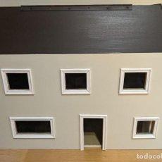 Casas de Muñecas: CASITA DE MUÑECAS DE MADERA CON BUHARDILLA ARTESANAL CON TODOS LOS MUEBLES. Lote 282498353