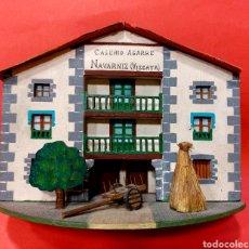 Casas de Muñecas: PRECIOSO CASERÍO VASCO DE MADERA. CASERÍO AGARRE. NAVARNIZ, (VIZCAYA).. Lote 294823253