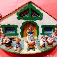 Casas de Muñecas: LA CASA DE BLANCANIEVES Y LOS 7 ENANITOS DE MADERA. Lote 294863008