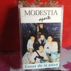 Casetes antiguos: MODESTIA APARTE - COSAS DE LA EDAD (POP ROCK) / ALBUM CASSETTE 1990 SALAMANDRA. NM-NM. Lote 119137643