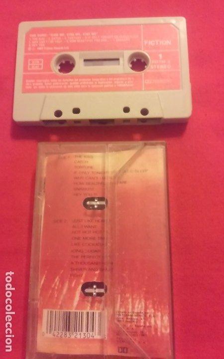 Casetes antiguos: THE CURE. KISS ME, KISS ME, KISS ME. ENCARTE CON LETRAS, 1987. CASETE, CASSETTE. - Foto 2 - 172970412