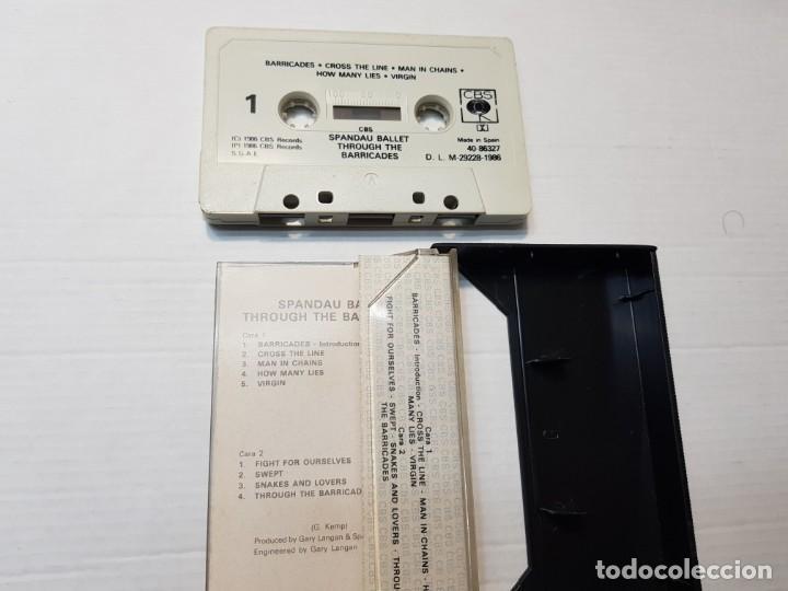 Casetes antiguos: Cassette-SPANDAU BALLET-THROUGH THE BARRICADES en funda original año 1986 - Foto 2 - 190599471