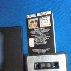 Casetes antiguos: BEATLES GEORGE HARRISON DOS EN UNO CASSETTE CINTA WEA ESPAÑA LA TAPA RECORTADA VER FOTOGRAFIAS. Lote 195166020