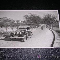 Coches y Motocicletas: POSTAL FOTOGRAFICA DE CARRERAS DE COCHES Y MOTOS, . Lote 7825410