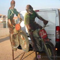 Coches y Motocicletas: FIGURAS DE MADERA DE PILOTOS. Lote 20114579