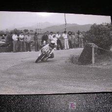 Coches y Motocicletas: FOTOGRAFIA CARRERAS DE MOTOS, AÑOS 70 APROX.. Lote 7432648