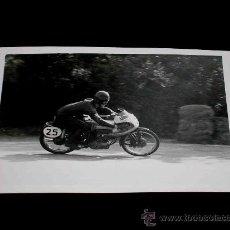 Coches y Motocicletas: FOTOGRAFÍA ORIGINAL MOTOCICLETA, II GRAN PREMIO DE ESPAÑA, VIII BARCELONA, MONTJUICH 1951. Lote 26260975