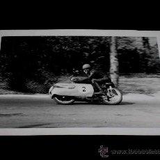 Coches y Motocicletas: FOTOGRAFÍA ORIGINAL MOTOCICLETA, II GRAN PREMIO DE ESPAÑA, VIII BARCELONA, MONTJUICH 1951. Lote 26261969