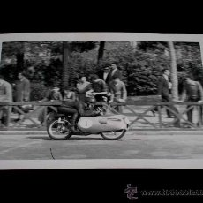 Coches y Motocicletas: FOTOGRAFÍA ORIGINAL MOTOCICLETA, II GRAN PREMIO DE ESPAÑA, VIII BARCELONA, MONTJUICH 1951. Lote 26261992