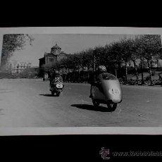 Coches y Motocicletas: FOTOGRAFÍA ORIGINAL MOTOCICLETAS, II GRAN PREMIO DE ESPAÑA, VIII BARCELONA, MONTJUICH 1951. Lote 27642388