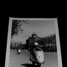 Coches y Motocicletas: FOTOGRAFÍA ORIGINAL MOTOCICLETAS, II GRAN PREMIO DE ESPAÑA, VIII BARCELONA, MONTJUICH 1951. Lote 26262087