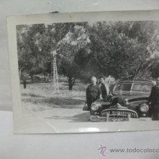Coches y Motocicletas: + FOTOGRAFIA COCHE AMERICANO AÑOS 50 MATRICULA MADRID 80100. ----10,5 X 7.5 CM. Lote 27500576