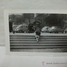 Coches y Motocicletas: + FOTOGRAFIA ALICANTE . SEAT 1500 , 600 Y RENAULT 4/4.----- 11 X 7,5 CM. Lote 27500619