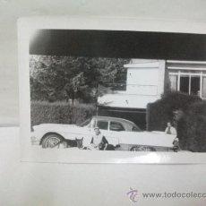 Coches y Motocicletas: + FOTOGRAFIA ANTIGUA . COCHE AMERICANO AÑOS 60 --- 10,5 X 7.5 CM. Lote 27500671