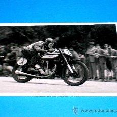 Coches y Motocicletas: FOTO ORIGINAL BEISCHER 1º CAT. 350 Y 500 C.C G.P. PEÑA MOTORISTA 2 MAYO 1948. CIRCUITO MONTJUICH. Lote 29363889
