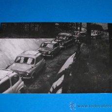 Coches y Motocicletas: FOTOGRAFÍA ORIGINAL AUTOMÓVILES SEAT 600, 1400 Y 1400C, POLINYÁ, MAYO DE 1962.. Lote 29398592