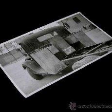 Coches y Motocicletas: FOTOGRAFÍA ORIGINAL CAMIONETA CON DEPÓSITOS GASÓGENO M-G. BARCELONA, AÑOS 40.. Lote 36911131