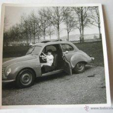 Coches y Motocicletas: FOTOGRAFIA ANTIGUA DE UN AUTOMOVIL DESCONOCIDO. Lote 39413379