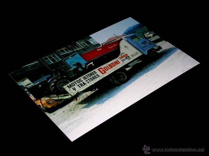 FOTOGRAFÍA CAMIÓN AVIA + MOTOCULTOR A-21L EBRO, ORIGINAL VUELTA CICLISTA A ESPAÑA 1978. 10 X 15 CMS. (Coches y Motocicletas Antiguas y Clásicas - Catálogos, Publicidad y Libros de mecánica)