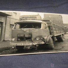 Coches y Motocicletas: COCHES CAMIONES ANTIGUEDADES - FOTOGRAFIA ORIGINAL CAMION PEGASO. Lote 40993707