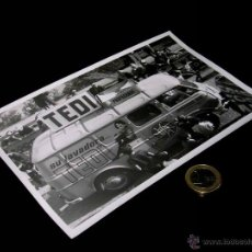 Coches y Motocicletas: FOTOGRAFÍA ORIGINAL PRENSA ALFA ROMEO FADISA EBRO TEDI. VOLTA CATALUÑA 1964. 18 X 12 CMS.. Lote 43947906