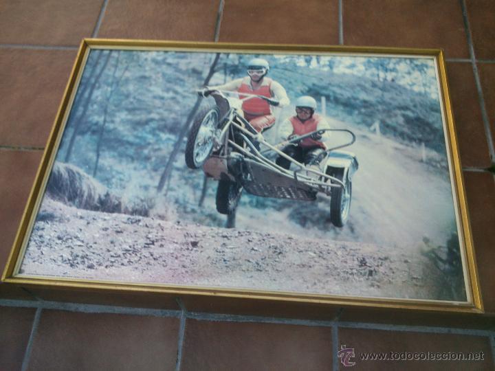POSTER ORIGINAL DE MOTOCROS.AÑOS 70S.ENMARCADO EN MADERA;90X67CM (Coches y Motocicletas Antiguas y Clásicas - Catálogos, Publicidad y Libros de mecánica)