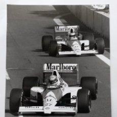 Coches y Motocicletas: FOTO DE 14,5 X 20,5 CMS DE COCHES DE CARRERAS ,AYRTON SENNA, MALBORO MCLAREN DRIVER, 1990. Lote 48317320