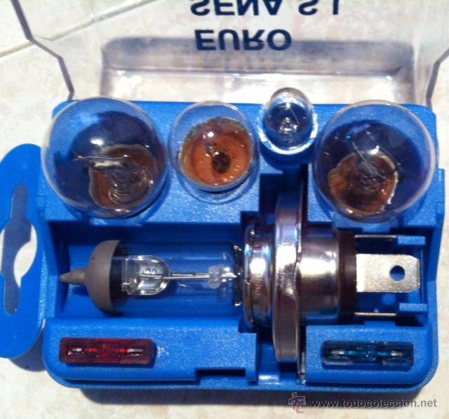 Coches y Motocicletas: Estupendo kit con bolsa para coche con triangulos caja bombillas, y otro accesorios - Foto 3 - 69933054